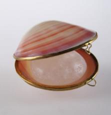 Кристалл в подарочных натуральных тихоокеанских раковинах  и пакете, РОЗОВЫЕ , 65-75 гр.